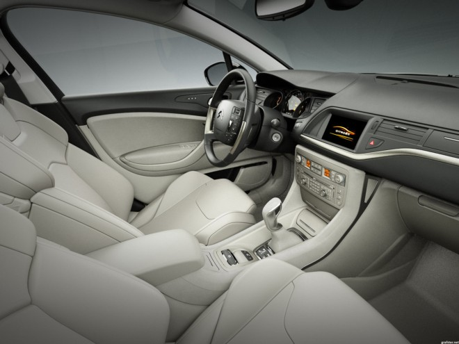 Rent a Citroën C5 in Juan Les Pins with Easy Car Booking Luxury car ...