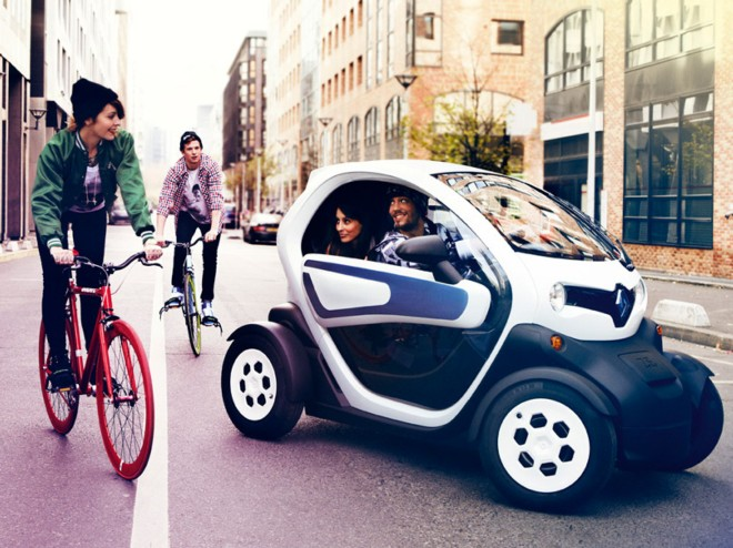 louez une renault twizy cannes avec easy car booking. Black Bedroom Furniture Sets. Home Design Ideas